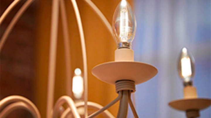 Multiple Philips LED candle bulbs in a luminaire